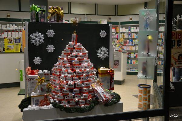 escaparate farmacia navidad